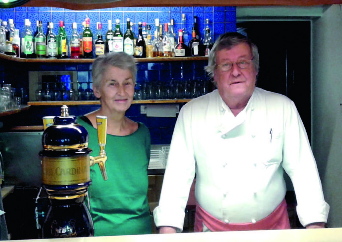 Denise et Denis Glannaz derrière leur bar. / photo glannaz